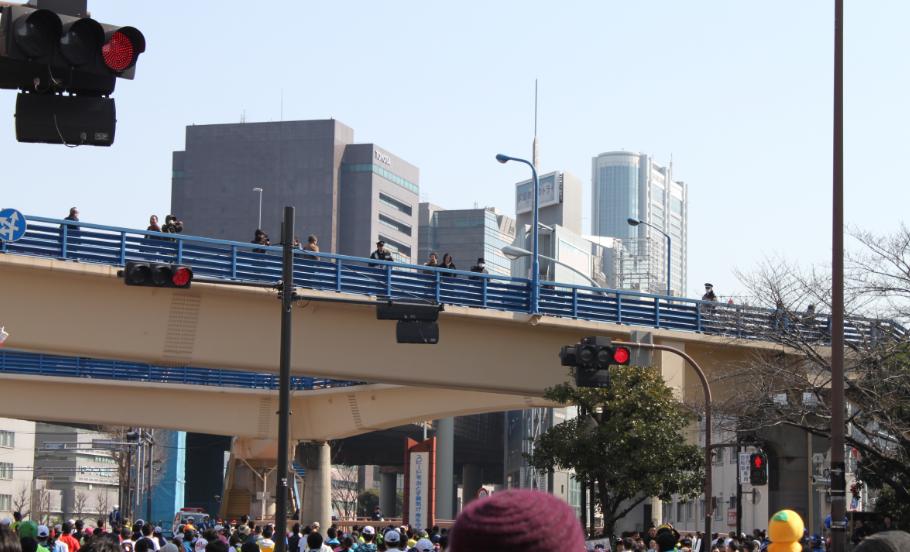 スタッフブログ:東京マラソン2016 飯田橋付近